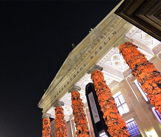 chalecos salvavidas. Instalación de Ai Weiwei para el Festival Cine por la Paz. Konzerthaus, Berlín, 2016