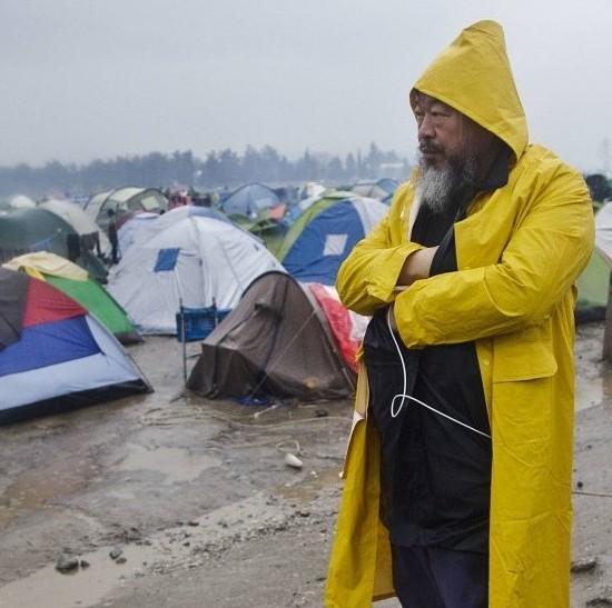 Ai Weiwei en el campamento de refugiados de Idomeni, Grecia (frontera con Macedonia), 2016