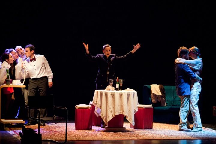 Escena de la obra de teatro Maggie & Maggy.