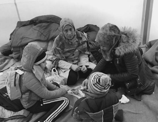 Refugiadas retratadas por Ai Weiwei en la isla griega de Lesbos, 2016