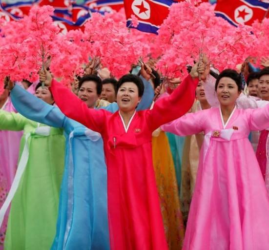 Detalle de los participantes en el desfile de clausura del VII Congreso del Partido de los Trabajadores, mayo 2016, Pyongyang, Corea del Norte. Foto El País