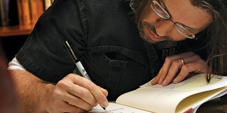 El autor en una firma de libros