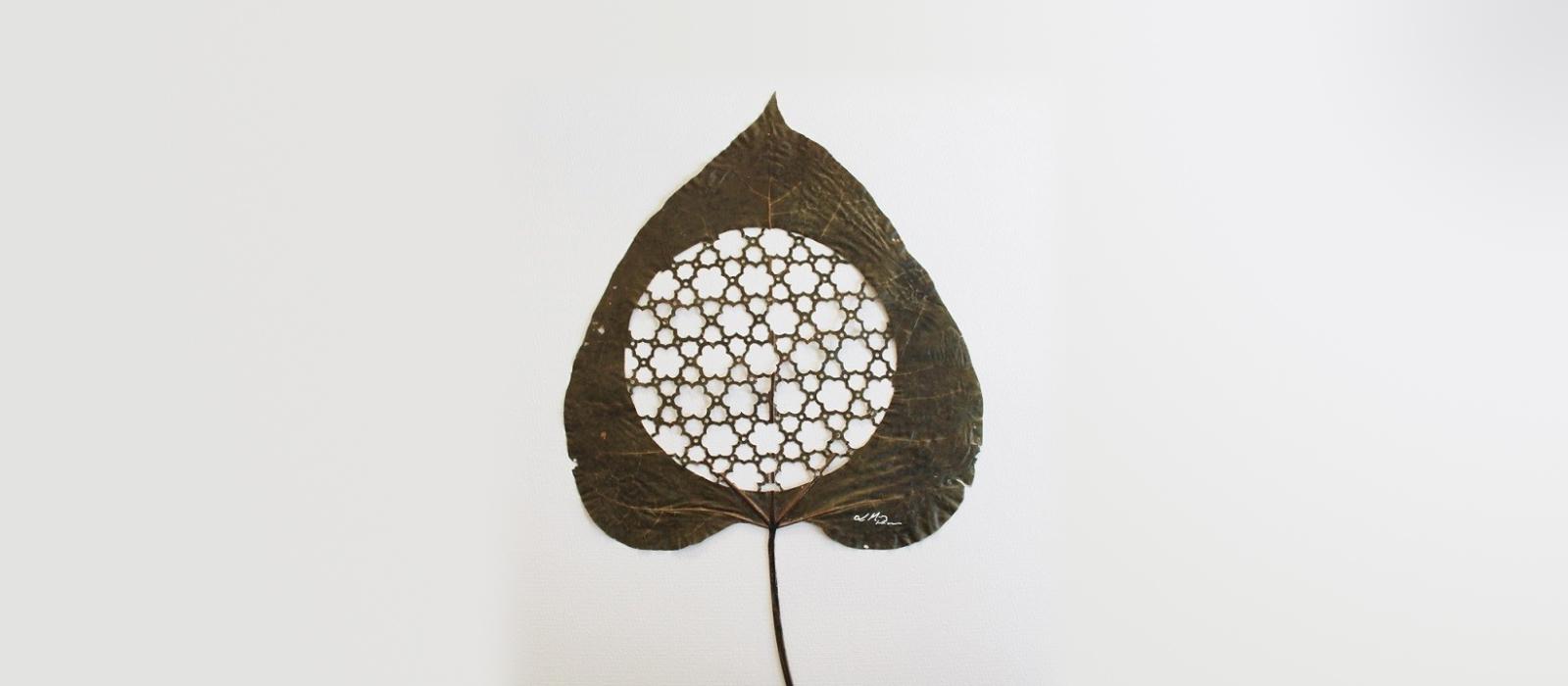 Arte otoñal con hojas cortadas con extraordinaria precisión