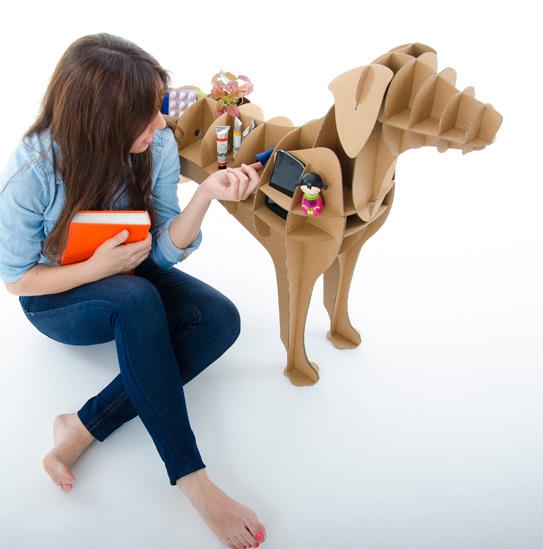 Perro Labrador de cartón para mantener ordenados enseres y objetos cotidianos de escritorio