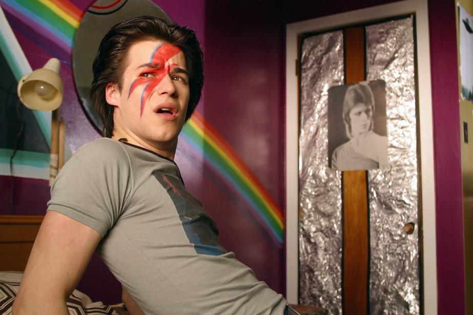 Zach en su habitación escuchando a David Bowie.
