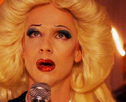 Hedwig cantando.