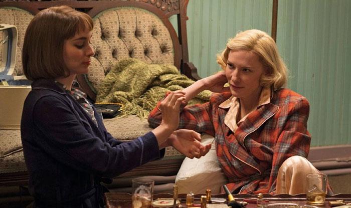 Carol charla con Therese.