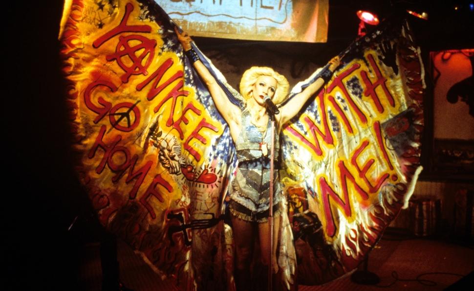 Hedwig en una actuación.